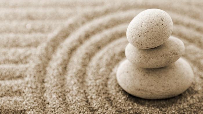 Cát và đá – bài học của sự tha thứ và biết ơn