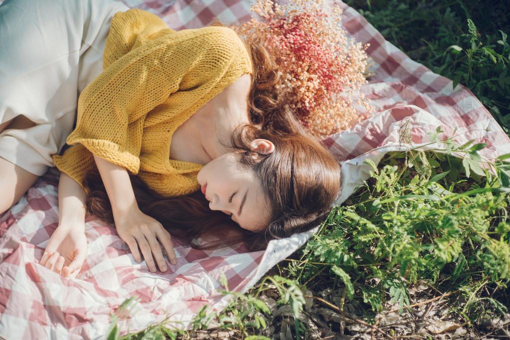 Rồi hoa sẽ nở trên mảnh đất tim em khô cằn
