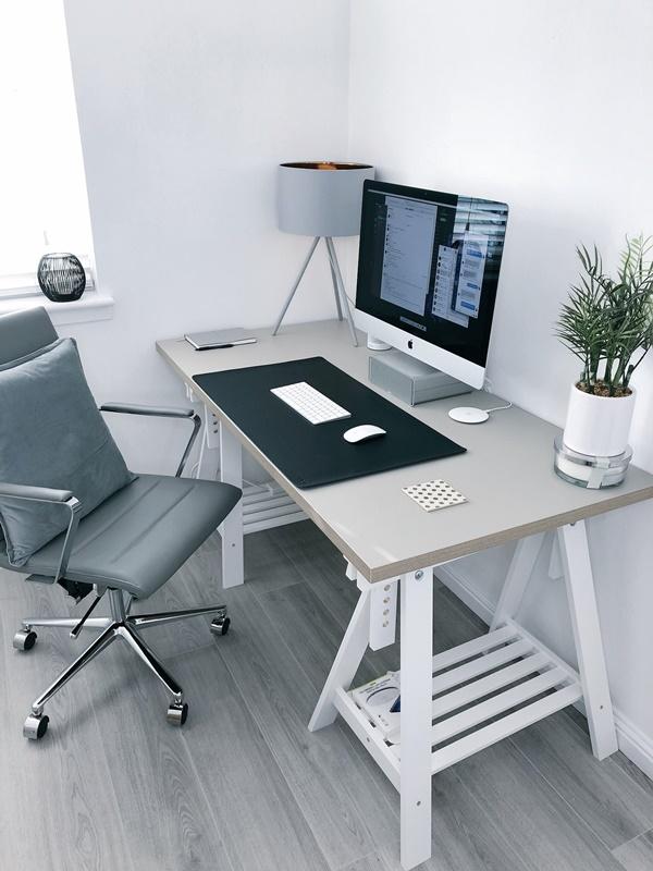 Trong bối cảnh COVID-19 trở thành đại dịch toàn cầu và ngày càng diễn biến phức tạp, nhiều công ty trên khắp thế giới đang khuyến khích nhân viên làm việc tại nhà. Dưới đây là 9 mẹo đơn giản giúp bạn làm việc tại nhà chủ động và hiệu quả hơn.