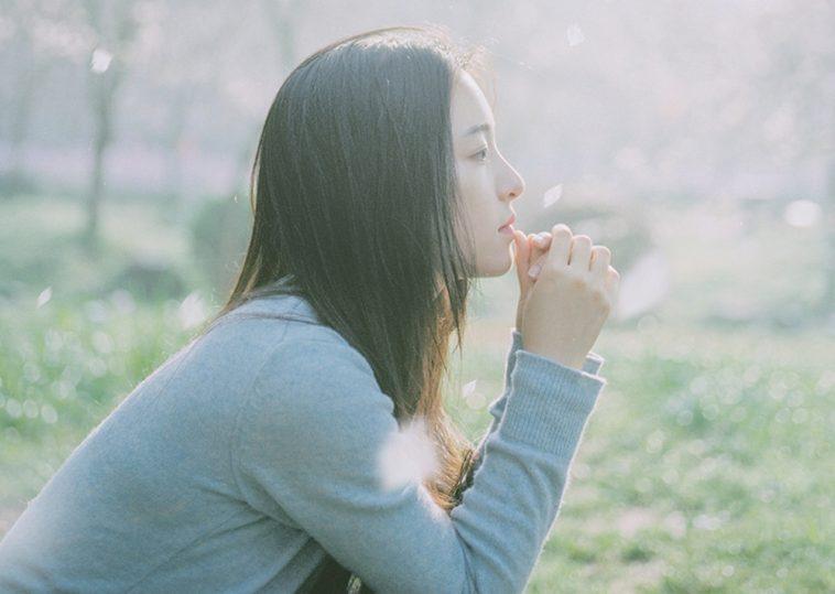 Cô đơn là khi trái tim và lý trí chẳng thèm nghe lời nhau