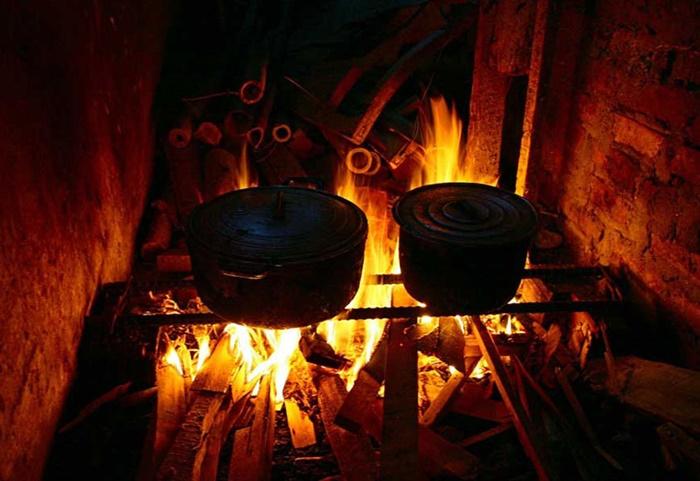 Nhà là nơi lưu giữ kỷ niệm, bếp là nơi giữ lửa yêu thương