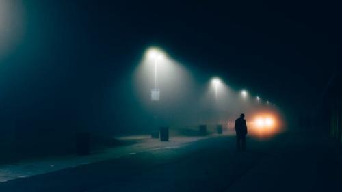 Người đi qua thành phố