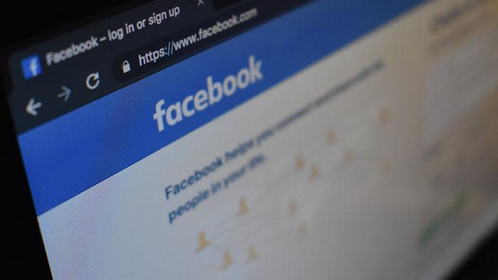 3 lý do dù đã chia tay nhưng bạn vẫn lén lút vào xem Facebook của người yêu cũ