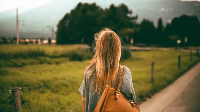 Những người cô đơn ấy đến bao giờ mới mạnh mẽ bước ra?