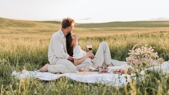 Tình yêu Platonic: 4 khía cạnh đẹp đẽ của một mối quan hệ thuần khiết