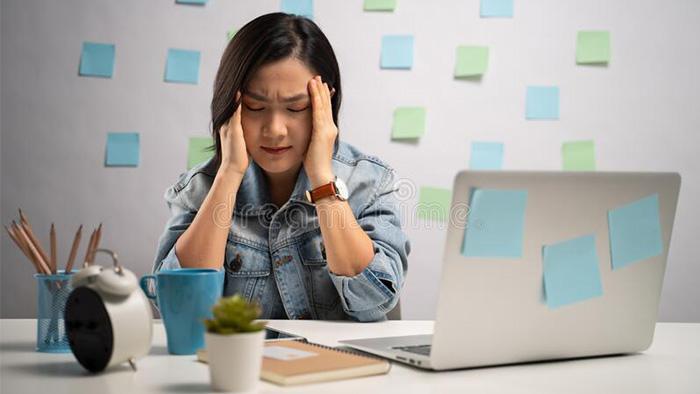 Báo động tình trạng sức khỏe khi thường xuyên làm việc máy tính: ảnh hưởng từ trong ra ngoài