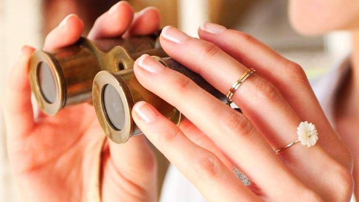 Nhìn vào ngón tay đeo nhẫn biết trước tương lai bạn có làm quan hay không
