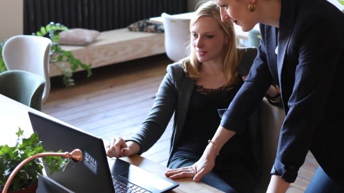 4 đặc điểm của nhân viên được sếp quý, đồng nghiệp nể, lương thưởng dễ thăng hạng