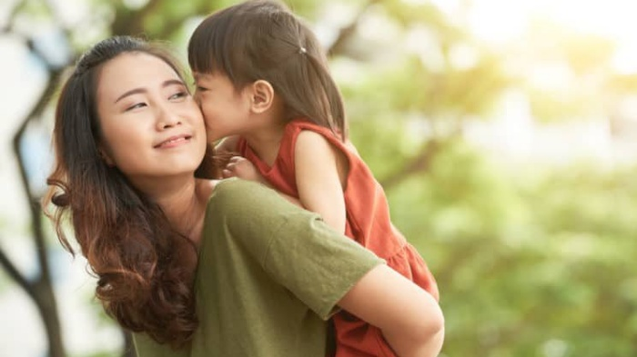Hãy yêu thương mẹ nhiều một chút để không nói giá như
