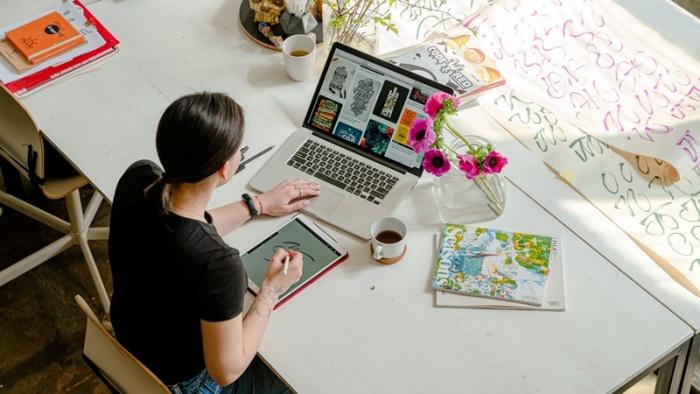 7 cách khơi dậy niềm vui khi làm việc tại nhà
